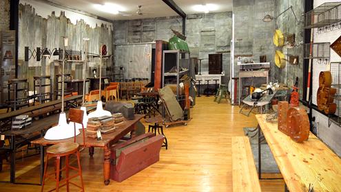 Comme un laboratoire de tendances notre boutique propose lalchimie entre style industriel pièces vintage et créations design du moment